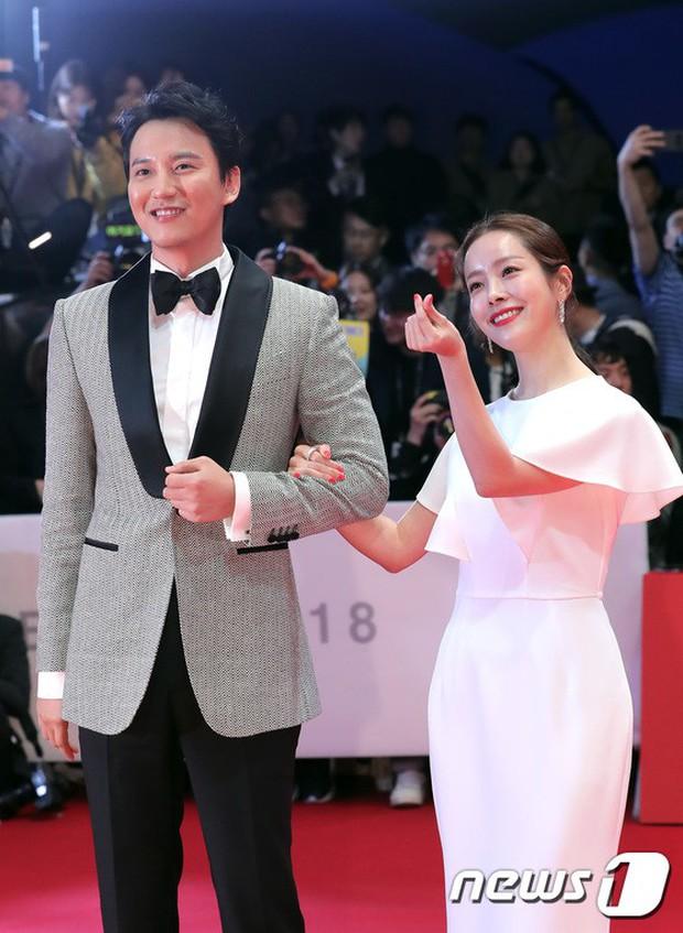 Thảm đỏ LHP quốc tế Busan hội tụ gần 30 siêu sao: Jang Dong Gun - Hyun Bin như ông hoàng, dàn mỹ nhân quá lộng lẫy - Ảnh 23.