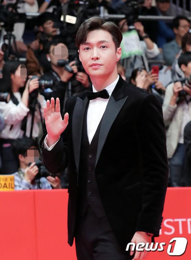 Thảm đỏ LHP quốc tế Busan hội tụ gần 30 siêu sao: Jang Dong Gun - Hyun Bin như ông hoàng, dàn mỹ nhân quá lộng lẫy - Ảnh 21.