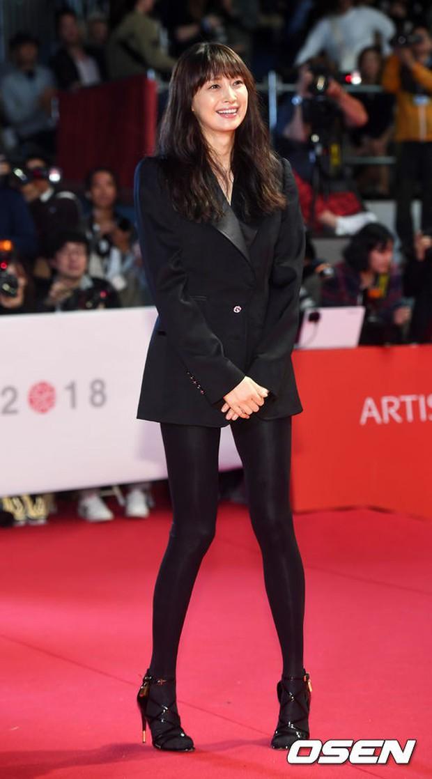Thảm đỏ LHP quốc tế Busan hội tụ gần 30 siêu sao: Jang Dong Gun - Hyun Bin như ông hoàng, dàn mỹ nhân quá lộng lẫy - Ảnh 25.