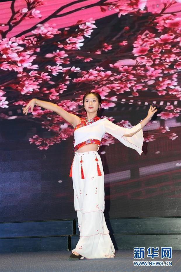 Báo Trung Quốc đồng loạt đưa tin về cuộc thi tài năng sinh viên tiếng Trung tổ chức tại Đại học Hà Nội - Ảnh 2.