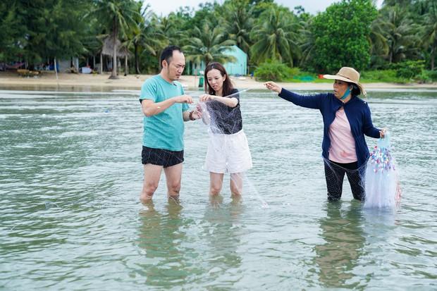 Thu Trang - Tiến Luật hăng hái đi phượt trong mưa giữa đảo ngọc Phú Quốc - Ảnh 6.