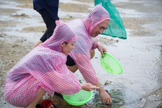 Thu Trang - Tiến Luật hăng hái đi phượt trong mưa giữa đảo ngọc Phú Quốc - Ảnh 7.
