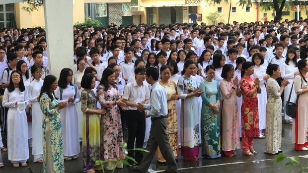 Có một thầy hiệu trưởng đã khiến cả trường chuyên Trần Đại Nghĩa bật khóc khi chuyển công tác - Ảnh 10.