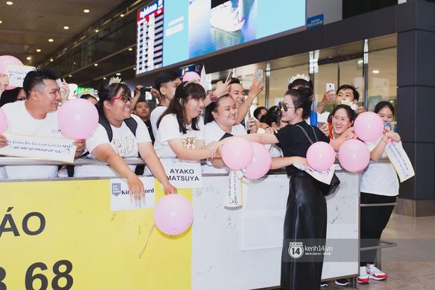 Trở về nước sau màn trình diễn tuyệt vời tại Nhật Bản, Đông Nhi lọt thỏm trong vòng vây của đội fan hùng hậu - Ảnh 3.