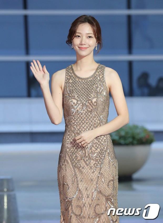 Thảm đỏ LHP quốc tế Busan ngày 2: Hotgirl Việt bất ngờ lộ diện, Sooyoung quá táo bạo với đầm xẻ cao bên dàn sao Hàn - Ảnh 13.
