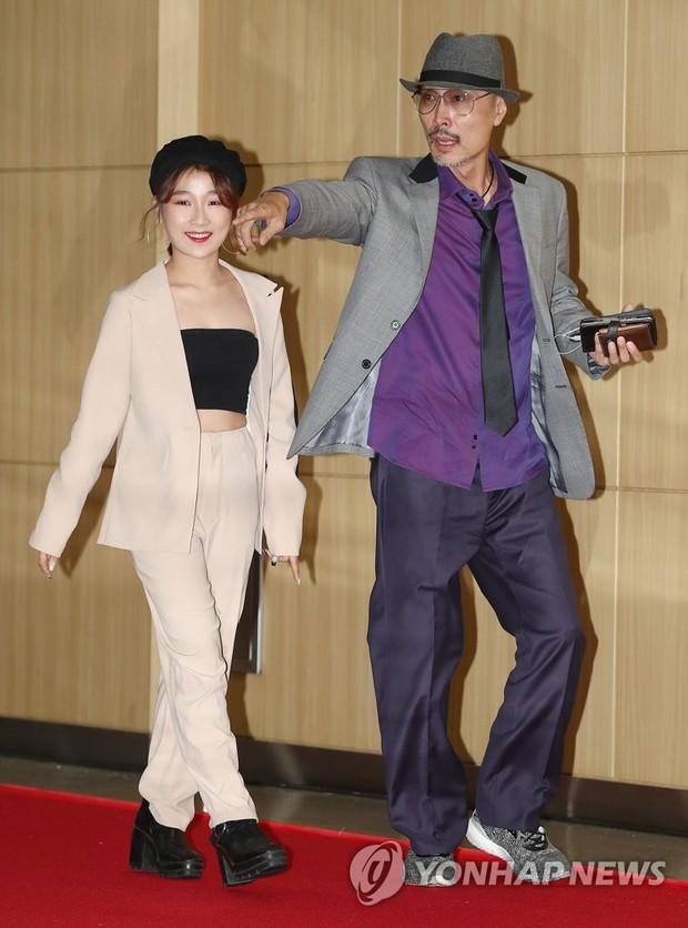 Thảm đỏ LHP quốc tế Busan ngày 2: Hotgirl Việt bất ngờ lộ diện, Sooyoung quá táo bạo với đầm xẻ cao bên dàn sao Hàn - Ảnh 11.