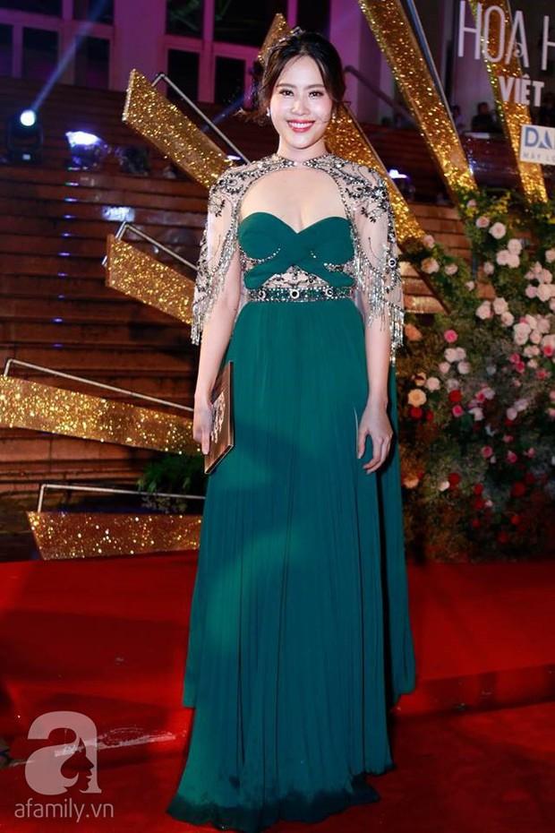 Ngoài Nam Em, showbiz Việt còn có vài pha mặc xấu, tụt giảm phong độ chỉ vì tăng cân không kiểm soát - Ảnh 1.