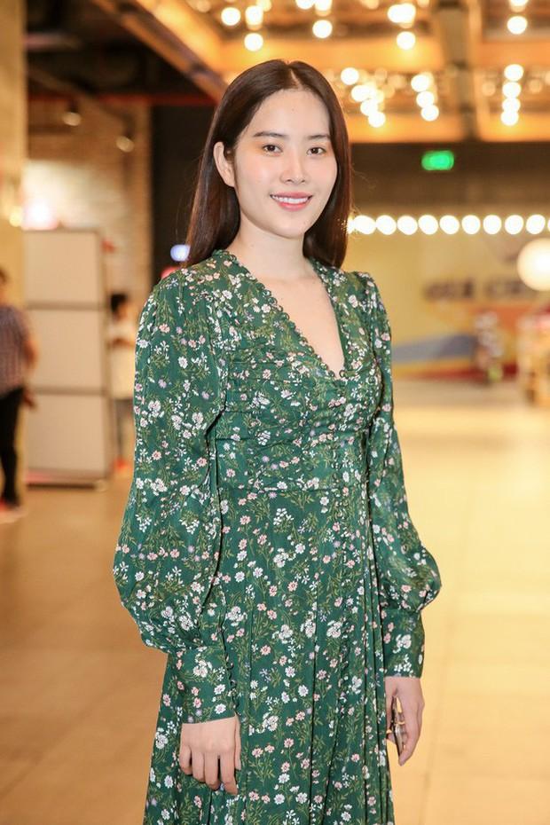 Ngoài Nam Em, showbiz Việt còn có vài pha mặc xấu, tụt giảm phong độ chỉ vì tăng cân không kiểm soát - Ảnh 2.