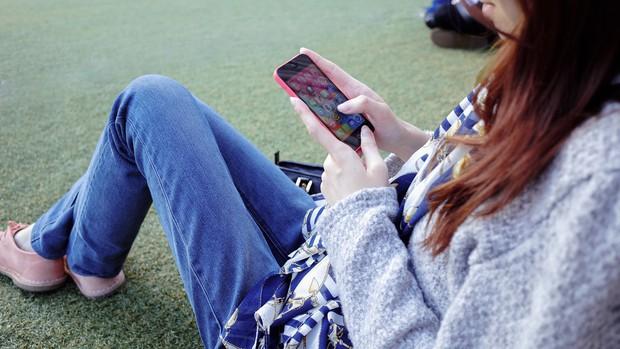 Friend ngập Facebook mà vẫn cô đơn hết cả thanh xuân? Lý do có thể nằm ở chính cách bạn dùng mạng xã hội! - Ảnh 1.