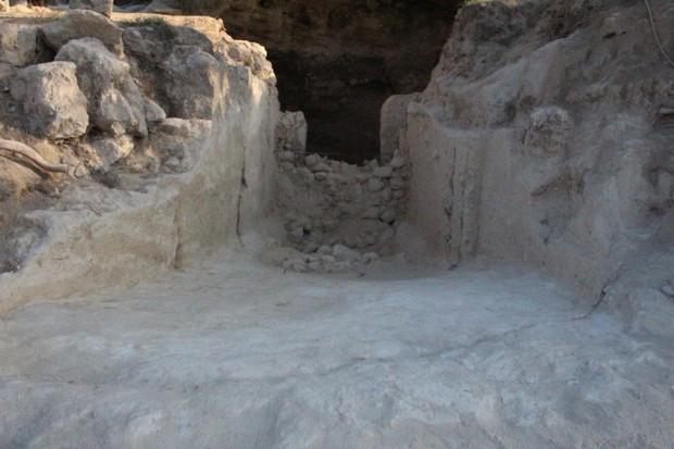 Ngôi mộ cổ hơn 3.500 năm tuổi tại khu vực từng bị cướp phá dữ dội cuối thế kỷ 20 - Ảnh 1.