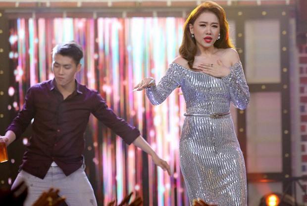 Ngoài Nam Em, showbiz Việt còn có vài pha mặc xấu, tụt giảm phong độ chỉ vì tăng cân không kiểm soát - Ảnh 7.