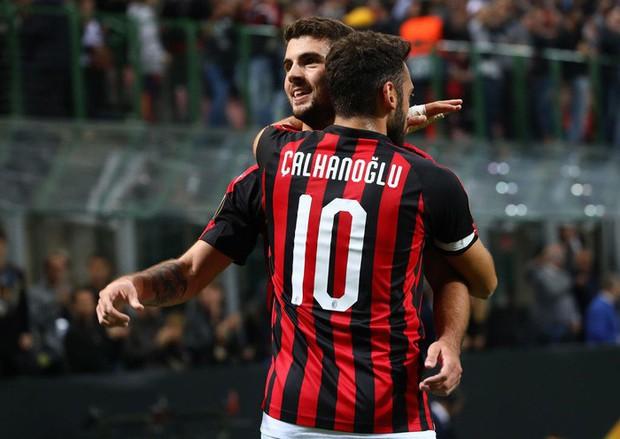 Chân gỗ Morata hóa người hùng cho Chelsea, AC Milan ngược dòng kịch tính với 3 bàn trong 9 phút - Ảnh 10.