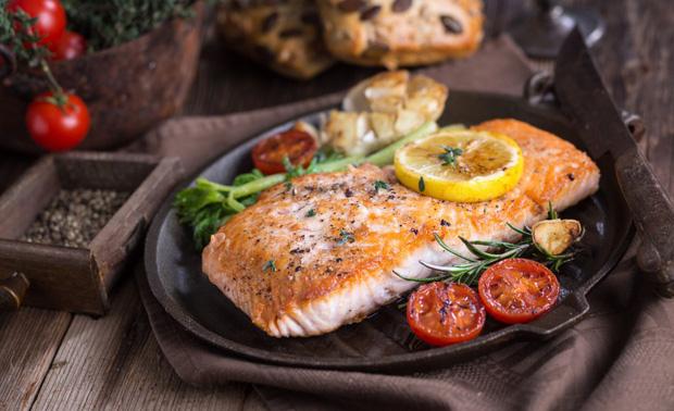 Để cơ thể không bị nóng, mặt không nổi mụn mà vẫn có thể vô tư ăn uống thì bạn nên nhớ thực hiện những điều sau - Ảnh 3.