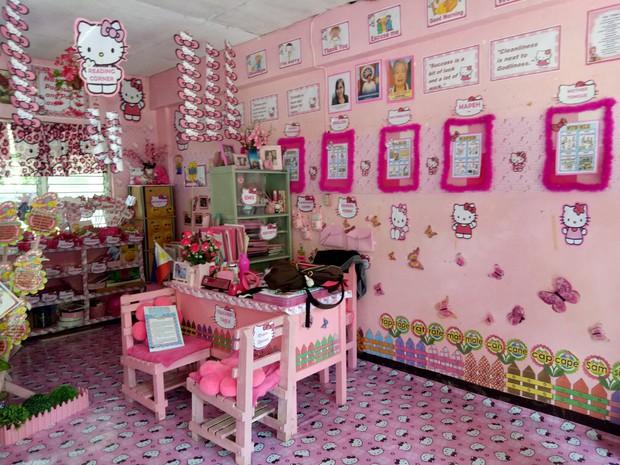 Cô giáo đáng yêu nhất quả đất: Dành 3 năm biến lớp học cũ kỹ thành căn phòng rợp màu hồng Hello Kitty - Ảnh 4.