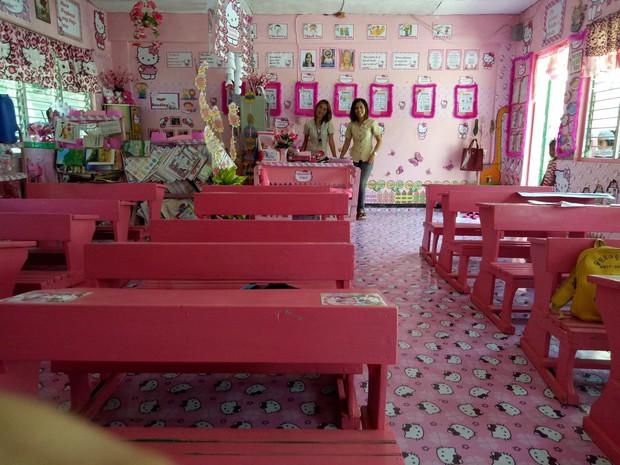 Cô giáo đáng yêu nhất quả đất: Dành 3 năm biến lớp học cũ kỹ thành căn phòng rợp màu hồng Hello Kitty - Ảnh 7.