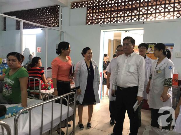 Thực hư chuyện Bệnh viện Nhi đồng 1 lấy căng tin làm phòng điều trị tay chân miệng và sởi cho trẻ vì quá tải - Ảnh 1.