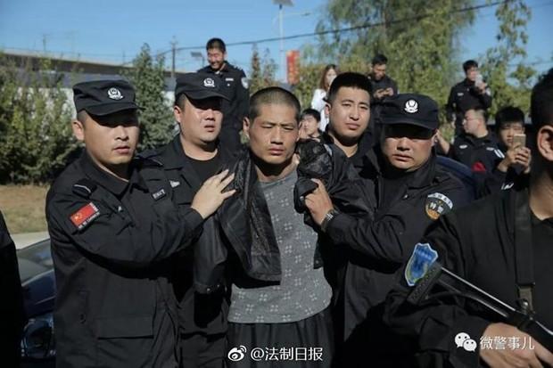 [VIDEO] Cảnh sát Trung Quốc tóm gọn 2 tên tù vượt ngục - Ảnh 2.