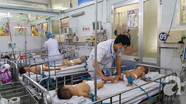 Thực hư chuyện Bệnh viện Nhi đồng 1 lấy căng tin làm phòng điều trị tay chân miệng và sởi cho trẻ vì quá tải - Ảnh 4.