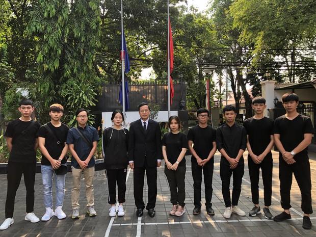 10 sinh viên Việt Nam ở vùng động đất tại Indonesia về nước - Ảnh 1.