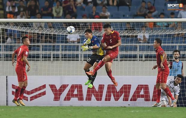 Tiêu chí làm thủ môn phải đẹp trai, Bùi Tiến Dũng tạo áp lực với đồng nghiệp được bổ sung lên tuyển Việt Nam chuẩn bị cho AFF Cup  - Ảnh 3.