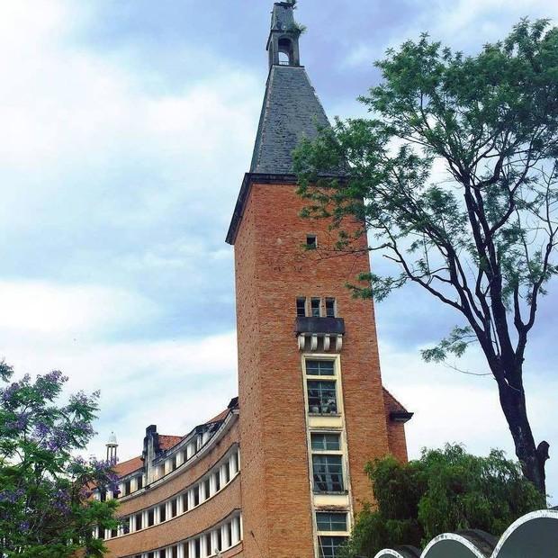 Đây chính là ngôi trường nằm trên đồi đẹp nhất Đà Lạt, được dân tình checkin nườm nượp - Ảnh 2.