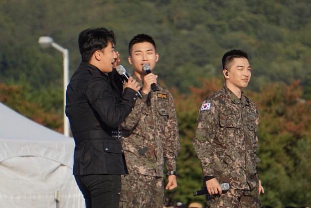 Rơi nước mắt vì khoảnh khắc Seungri đến thăm Taeyang, Daesung và cùng biểu diễn loạt hit Big Bang trong quân ngũ - Ảnh 5.