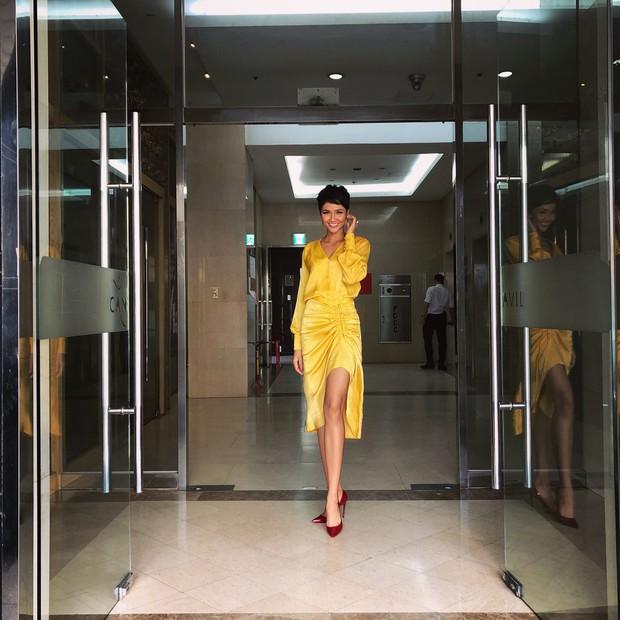 Muốn thành cao thủ mặc đẹp? Bạn hãy nhìn cách H'Hen Niê, Bảo Anh và Ái Phương cùng diện 1 chiếc váy - Ảnh 1.