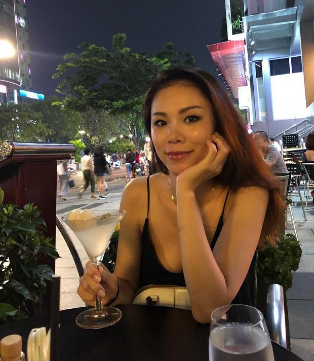 Hoa hậu Hoàn vũ Riyo Mori xuất hiện tại phố đi bộ Nguyễn Huệ, nhan sắc trẻ trung không kém thời đăng quang 11 năm trước - Ảnh 1.