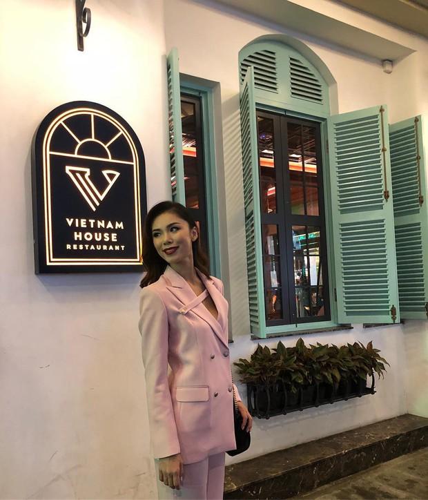 Hoa hậu Hoàn vũ Riyo Mori xuất hiện tại phố đi bộ Nguyễn Huệ, nhan sắc trẻ trung không kém thời đăng quang 11 năm trước - Ảnh 6.