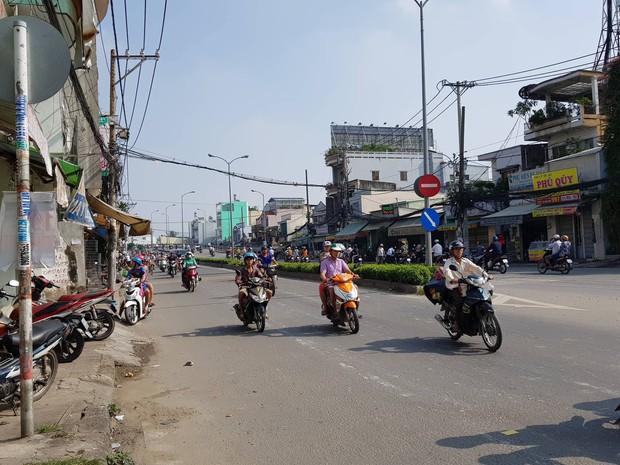 2 nhóm giang hồ cầm hung khí chém nhau kinh hoàng trên cầu Nhị Thiên Đường ở Sài Gòn - Ảnh 2.