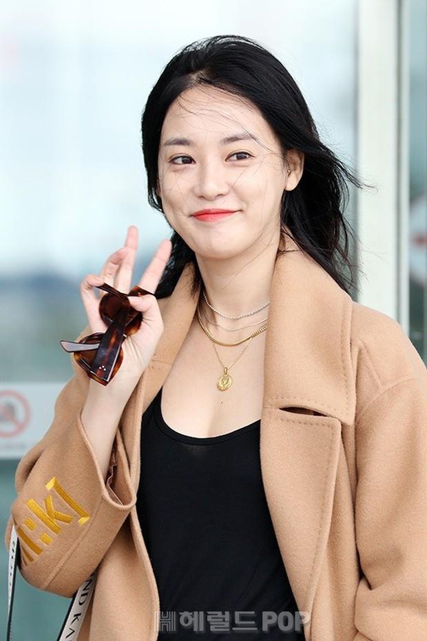 Bạn gái G-Dragon tăng cân vẫn thần thái ngút ngàn, Song Ji Hyo để mặt mộc 100% xuất sắc bên bộ đôi Running Man - Ảnh 12.