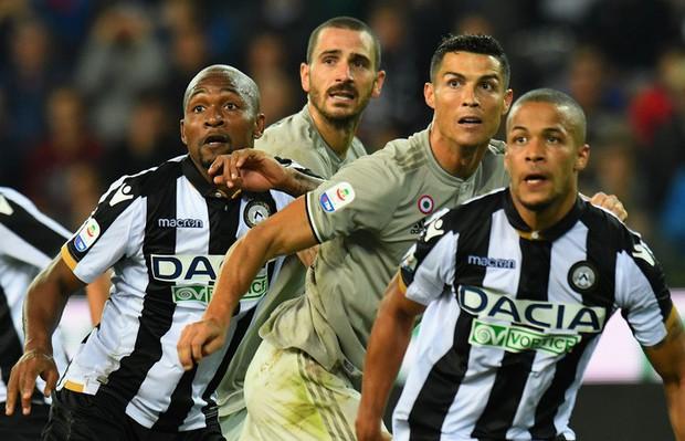 Quay cuồng trong nghi án, Ronaldo vẫn tỏa sáng giúp đội nhà lập kỷ lục ấn tượng nhất lịch sử - Ảnh 1.