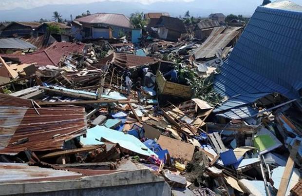 Một tuần sau thảm họa kép, Indonesia đối mặt với dịch bệnh và bất ổn - Ảnh 1.