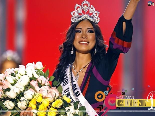 Hoa hậu Hoàn vũ Riyo Mori xuất hiện tại phố đi bộ Nguyễn Huệ, nhan sắc trẻ trung không kém thời đăng quang 11 năm trước - Ảnh 2.