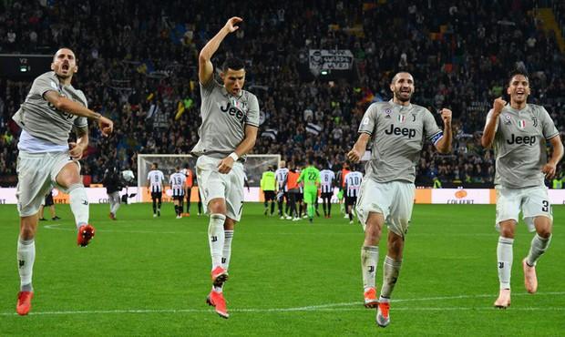 Quay cuồng trong nghi án, Ronaldo vẫn tỏa sáng giúp đội nhà lập kỷ lục ấn tượng nhất lịch sử - Ảnh 8.