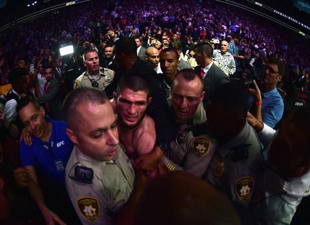 Gã điên McGregor thua đau trong lần tái xuất, tạo ra vụ ẩu đả chưa từng có trong lịch sử UFC - Ảnh 14.