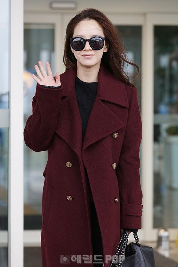Bạn gái G-Dragon tăng cân vẫn thần thái ngút ngàn, Song Ji Hyo để mặt mộc 100% xuất sắc bên bộ đôi Running Man - Ảnh 4.