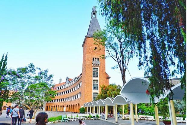 Đây chính là ngôi trường nằm trên đồi đẹp nhất Đà Lạt, được dân tình checkin nườm nượp - Ảnh 11.