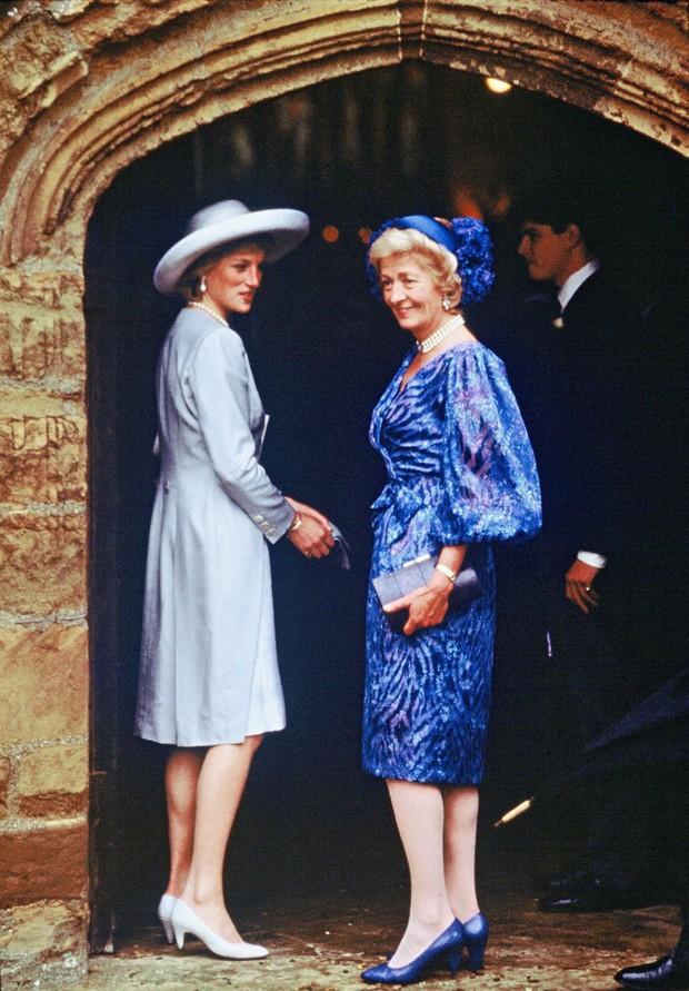 Đi đám cưới mà diện nào jumpsuit, nào đồ menswear, Công nương Diana chính là nữ nhân Hoàng gia có style dự đám cưới chất chơi nhất - Ảnh 10.