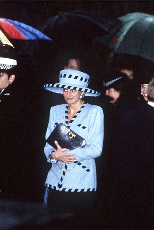 Đi đám cưới mà diện nào jumpsuit, nào đồ menswear, Công nương Diana chính là nữ nhân Hoàng gia có style dự đám cưới chất chơi nhất - Ảnh 12.