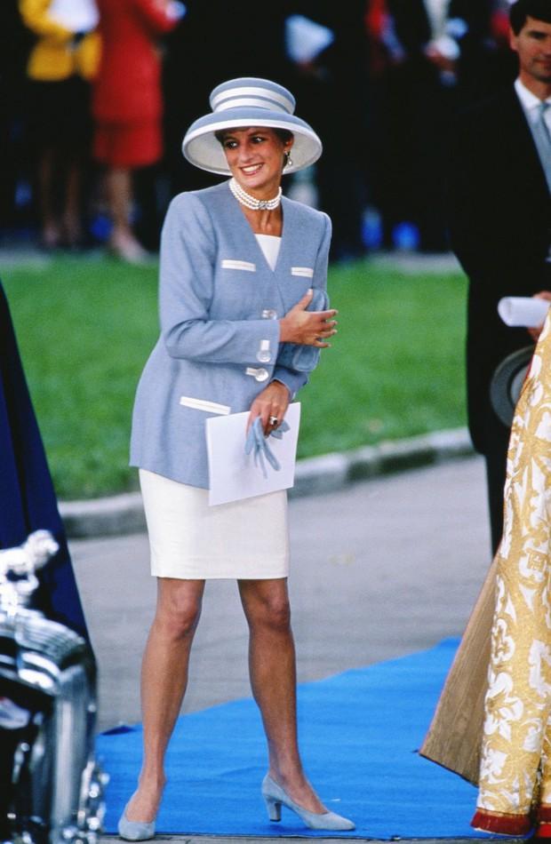 Đi đám cưới mà diện nào jumpsuit, nào đồ menswear, Công nương Diana chính là nữ nhân Hoàng gia có style dự đám cưới chất chơi nhất - Ảnh 13.