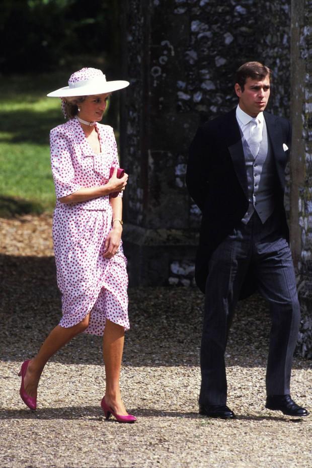 Đi đám cưới mà diện nào jumpsuit, nào đồ menswear, Công nương Diana chính là nữ nhân Hoàng gia có style dự đám cưới chất chơi nhất - Ảnh 5.