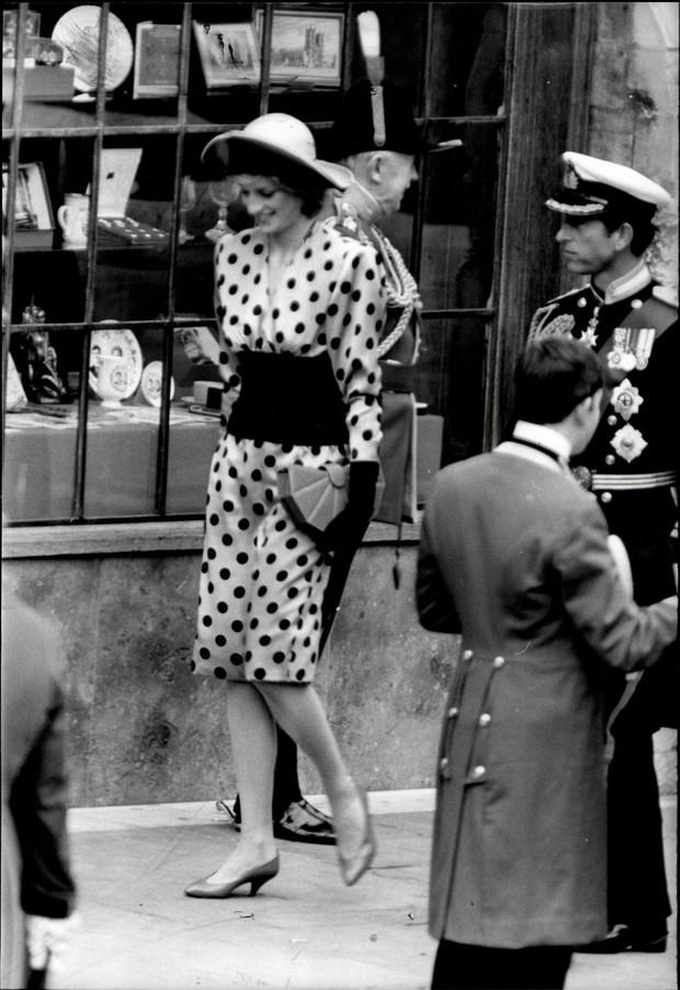 Đi đám cưới mà diện nào jumpsuit, nào đồ menswear, Công nương Diana chính là nữ nhân Hoàng gia có style dự đám cưới chất chơi nhất - Ảnh 6.