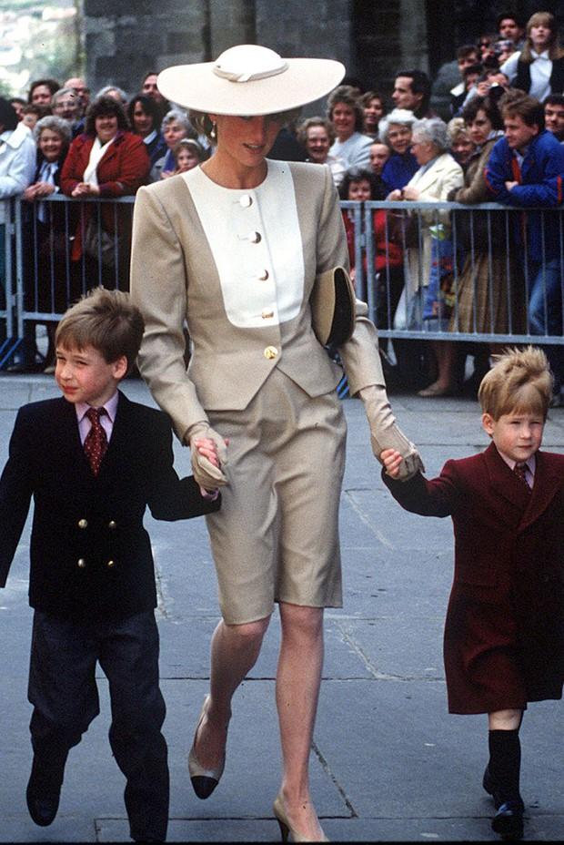 Đi đám cưới mà diện nào jumpsuit, nào đồ menswear, Công nương Diana chính là nữ nhân Hoàng gia có style dự đám cưới chất chơi nhất - Ảnh 9.