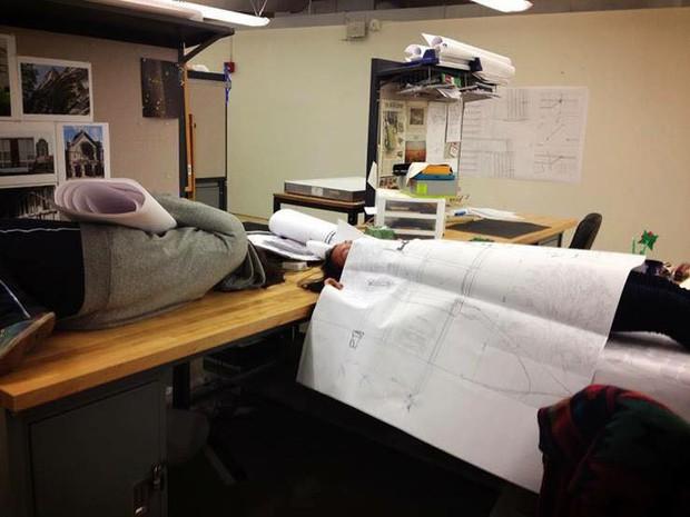 Bộ ảnh chứng minh chẳng gì đáng sợ hơn với sinh viên thiết kế đồ họa, mỹ thuật công nghiệp bằng mùa đồ án tới - Ảnh 13.