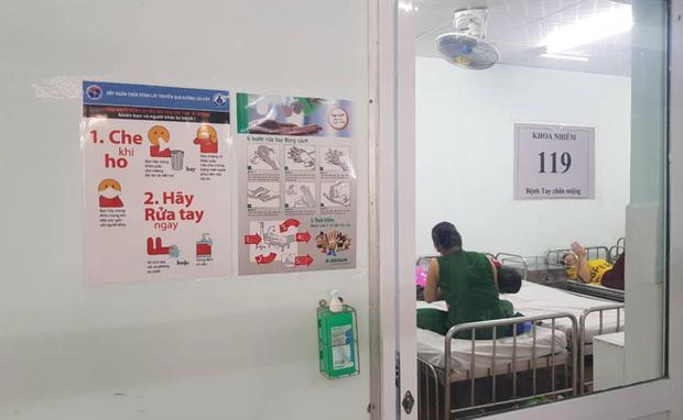 Dịch Sởi và Tay Chân Miệng ở Sài Gòn tiếp tục tăng nhanh, thêm nhiều trẻ em nhập viện - Ảnh 3.