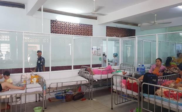 Dịch Sởi và Tay Chân Miệng ở Sài Gòn tiếp tục tăng nhanh, thêm nhiều trẻ em nhập viện - Ảnh 2.