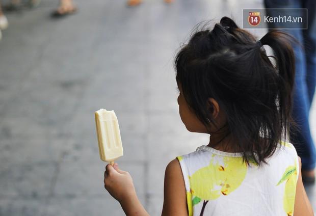 Những ngày này mới là lúc thích hợp nhất để đi ăn kem Tràng Tiền mà không phải ai cũng biết - Ảnh 4.