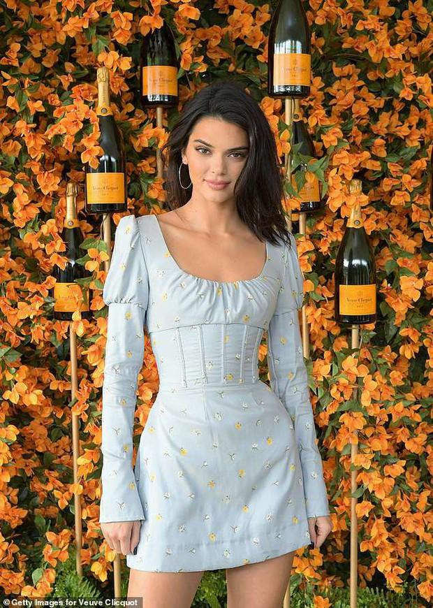 Kendall Jenner lại hút hồn dân tình với vẻ đẹp tuyệt sắc, vóc dáng chuẩn búp bê Barbie tại sự kiện - Ảnh 3.