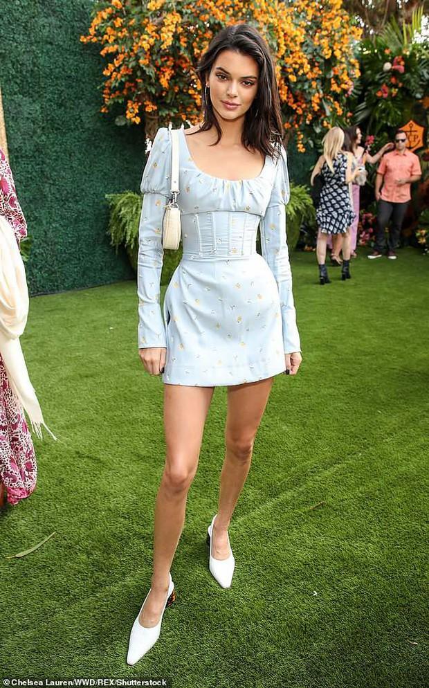 Kendall Jenner lại hút hồn dân tình với vẻ đẹp tuyệt sắc, vóc dáng chuẩn búp bê Barbie tại sự kiện - Ảnh 5.